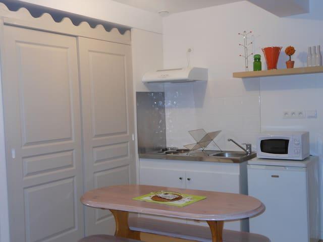 petit coin tranquille dans un domaine - Carbonne - Apartment