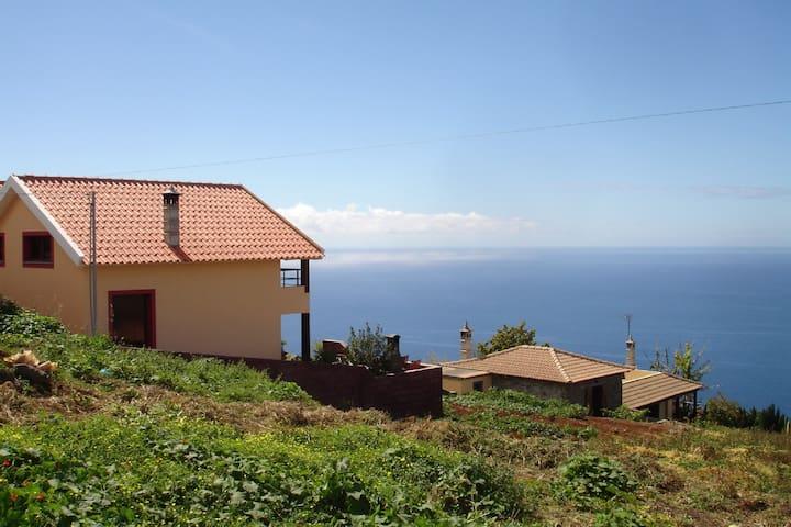 Villa Jardim - Quiet detached house - Arco da Calheta - Hus
