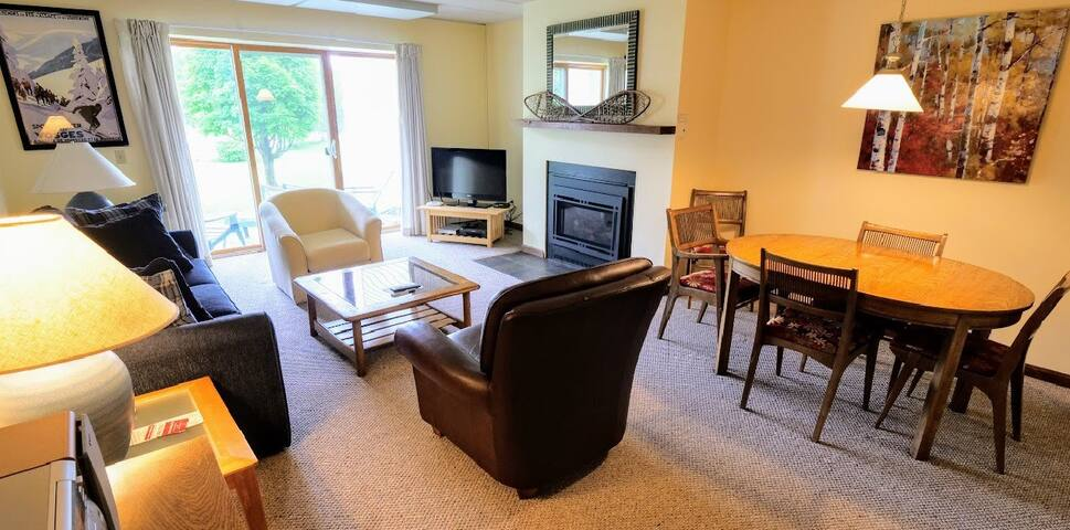Walk-to-Lift; 2BR Family Friendly Stowe Condo