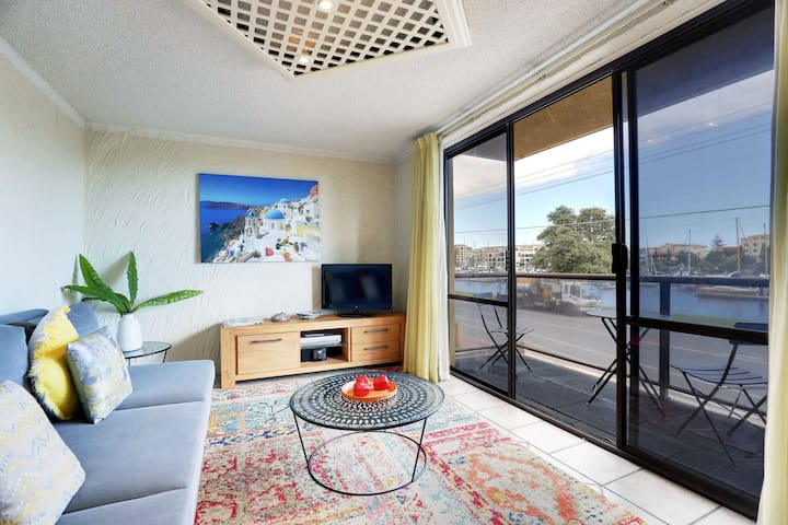 Gorgeous Balcony Riverview w/coffee machine, WIFI, washing machine