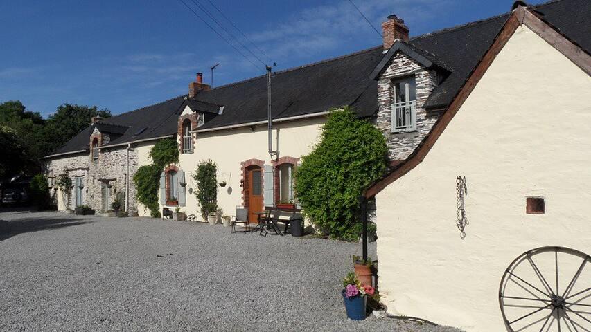 Les Chaumières Campagnardes - 3 Rural Houses