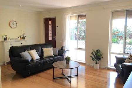 2BR Perth House & Parking near Cafes, Shops, River - Brentwood - Hus