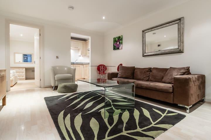 Beautiful 1bed apartment in Kew Gardens!