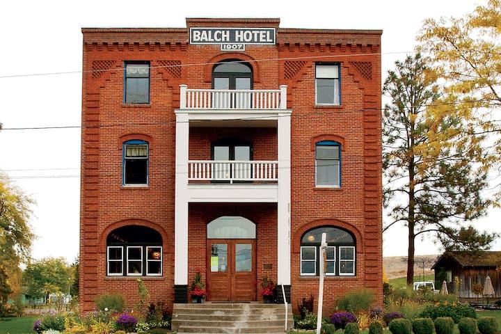 Historic Balch Hotel-Signature Room Private Bath