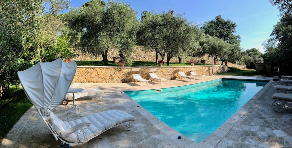 Apartment with pool at Casale degli Ulivi B&B