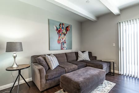 Uptown Phoenix Newly Renovated Condo