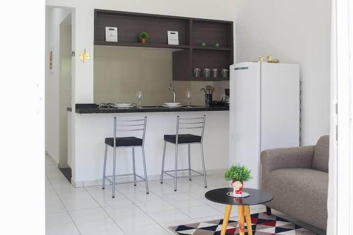 Casa Compacta Mobiliada em Condomínio Fechado