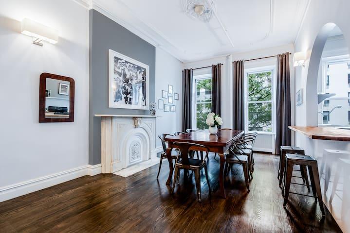 8 Bedroom Luxury Townhouse in Midtown-Sleeps 16