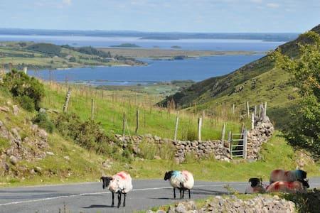 Au coeur des lacs du Connemara - Clonbur