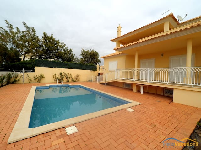 Casa da Praceta - 4 bedroom villa near the beach - Guia - Huis