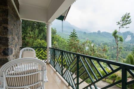 Modern Guesthouse - plantation views.