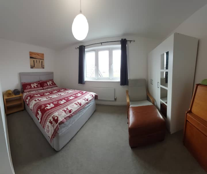 Double bed room close to didcot parkway