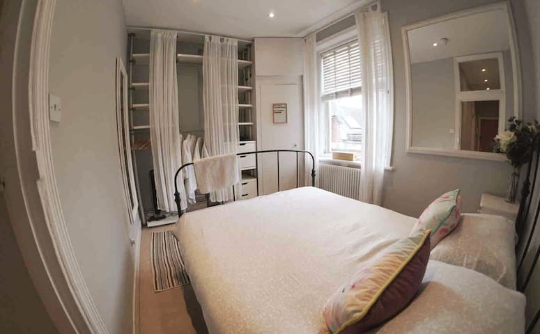 Lovely Queens Park Flat NR Tube, Park & Shops
