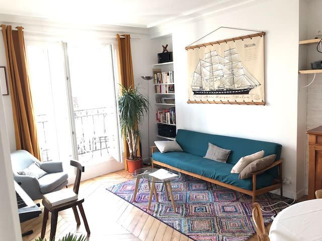 King size Bedroom w/balcony near République