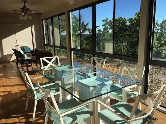 Large, Great View, Fully furnished Luxury 3bd 2ba
