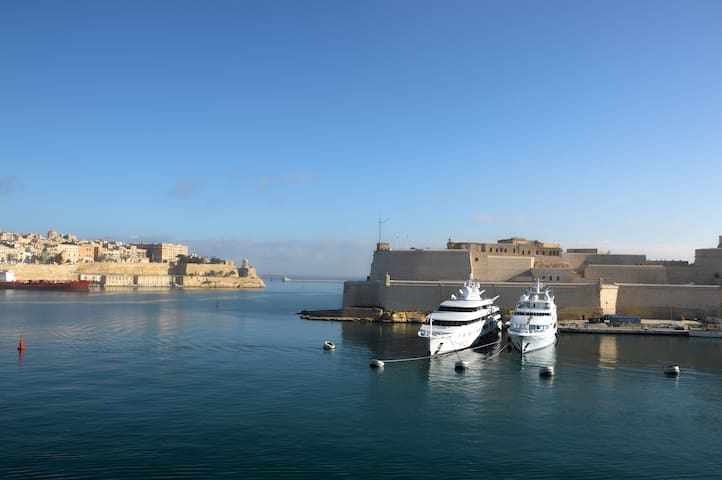 Ta' Karlu Suite with Valletta Views & Balcony