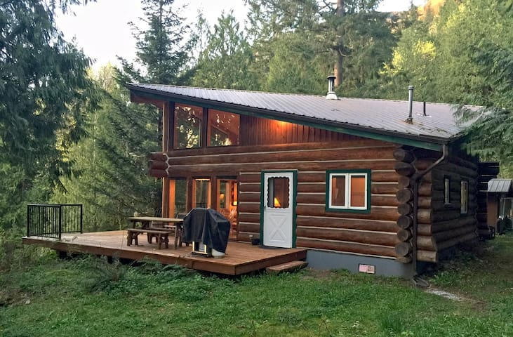 Cabin #97 - 'pinecone' Log Cabin at the Lake that is Pet-friendly!