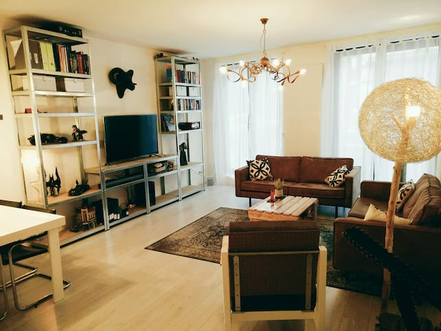 Spacious apt. Hilversum- 20 min.train to Amsterdam