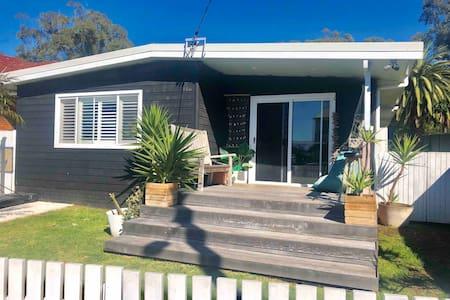 Coastal shack in the heart of Bulli