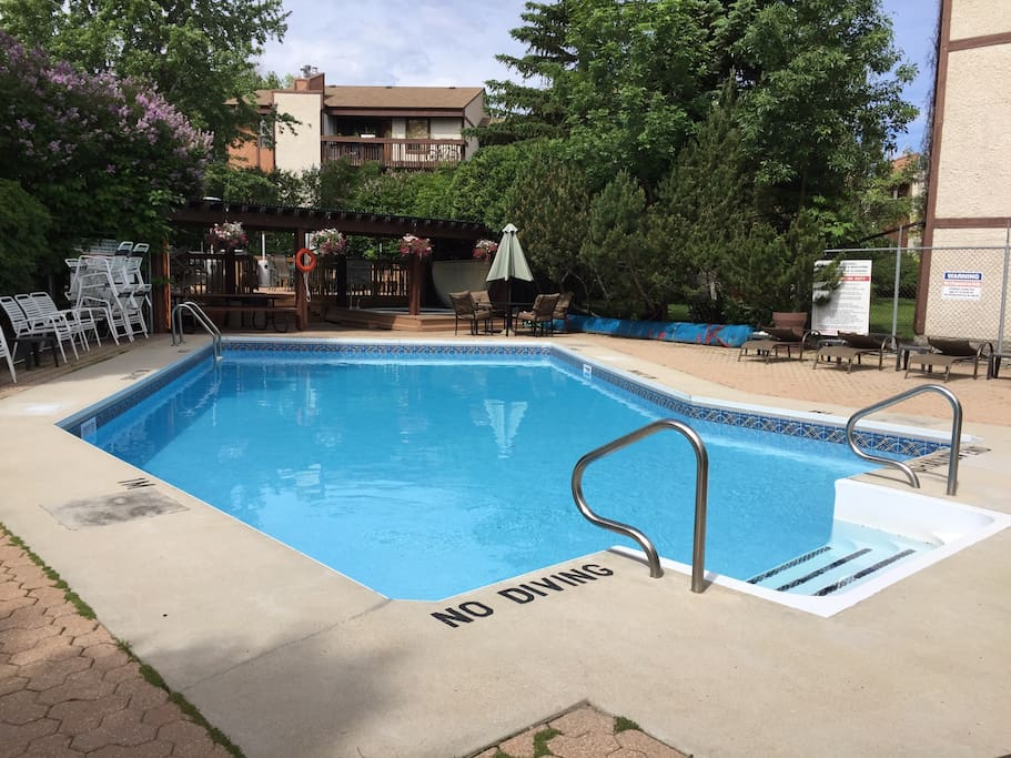 Tuxedo condo south west winnipeg condominiums for rent for Pool spa show winnipeg