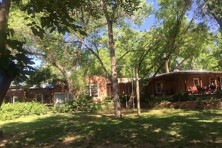 Casita Chamisa Bed and Breakfast- Studio Room - Los Ranchos de Albuquerque