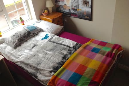 Double cosy room 8min.to/from City
