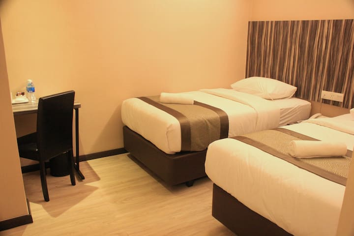 2 SUPER SINGLE BEDS -EXEC DELUXE B - Kota Tinggi - Apartamento