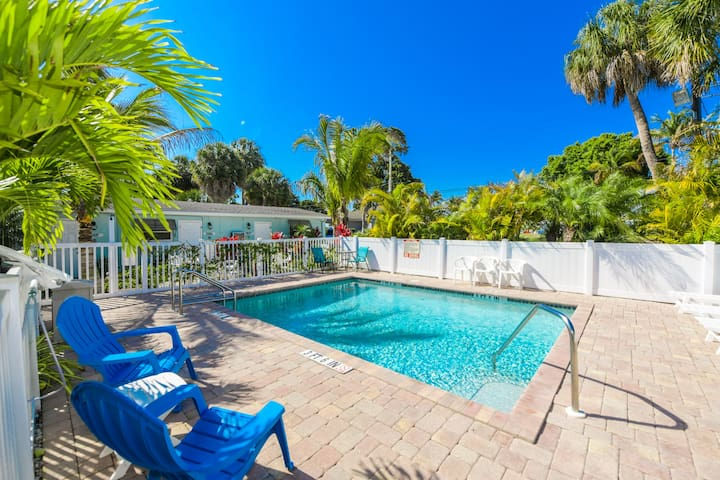 Getaway to AMI in luxury! 1 bedroom unit at Driftwood, pool, and close to beach!