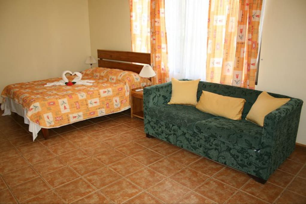 Cabinas privadas con dos camas o cama con sofa cama, Private cabins with two beds or one bed and sofa bed