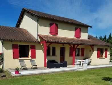 """La maison des """" Lupi """" à Montignac Lascaux"""