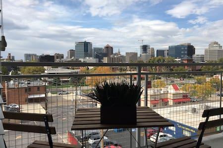 City Views, Hot Tub & next to TRAX