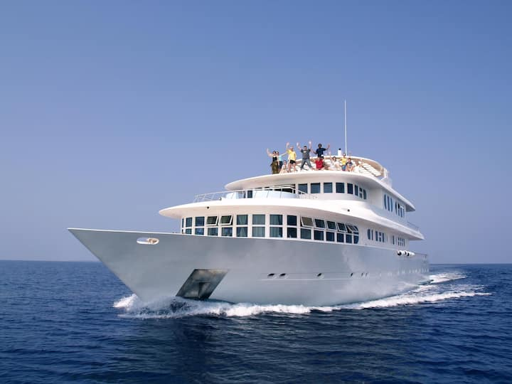 Luxury cruiser with jacuzzi, all inclusive