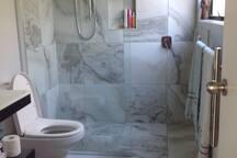 En suite shower/toilet