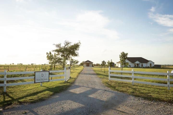 Third Day Farm, 15 min from Waco, entire house
