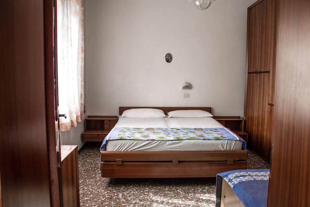 camera da letto con matrimoniale + letto singolo