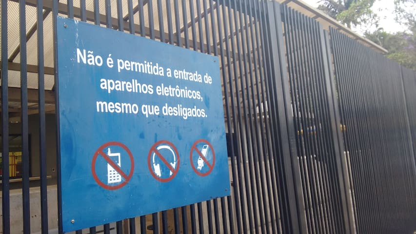 """Warning - Condition to enter into Consulate (""""It is not allowed the entry of electronic devices even when turned off"""")"""