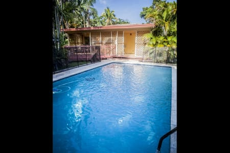 **Spring Promo** Family Home in Miami Springs with Pool Just Minutes from South Beach & the Airport - 邁阿密 - 獨棟