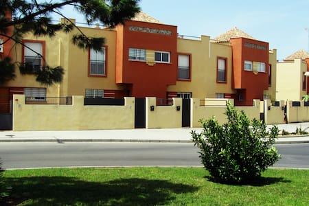 COSTA DE LA LUZ.ROTA casa con piscina, garaje,WIFI - Rota - Rumah