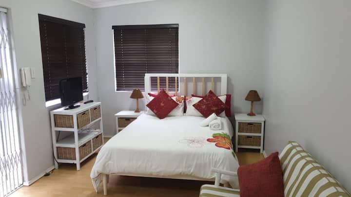 Private garden studio apartment in Bergvliet