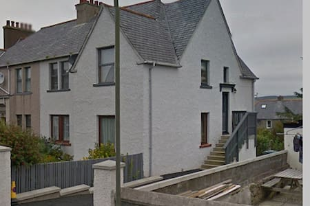 Spacious 3 bedroom flat in the centre of Lerwick - アパート