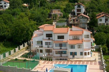 апартамент в малоэтажном комплексе - Balchik