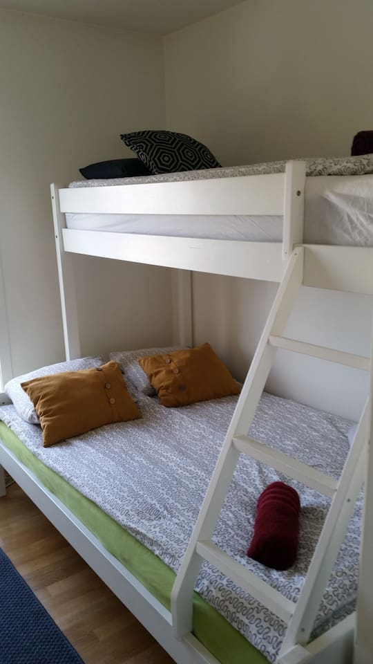 Bunk bed solution, 2 beds down, one up