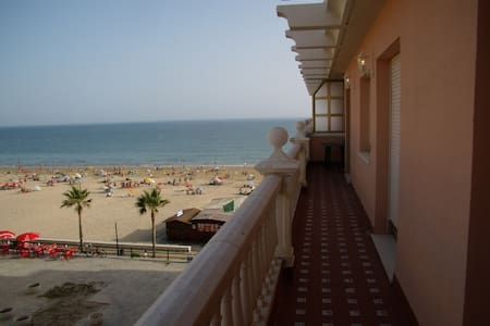 BEAUTIFUL 1 ª LINE BEACH APARTAMENT WITH PARKING - Rota