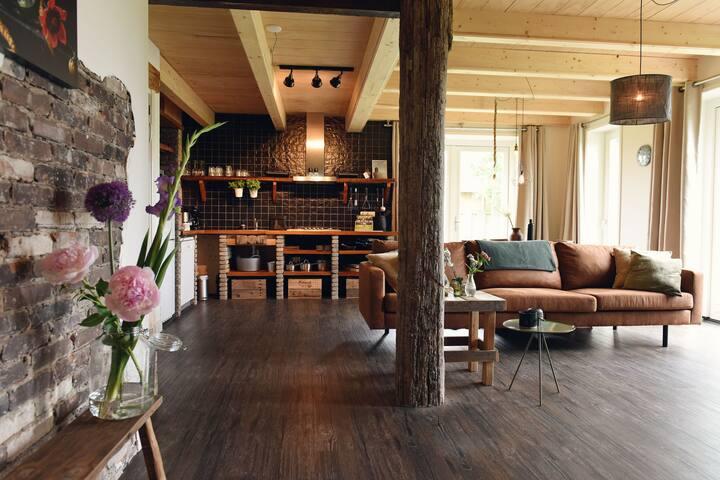 Uniek vakantiehuis in Callantsoog met rustieke inrichting
