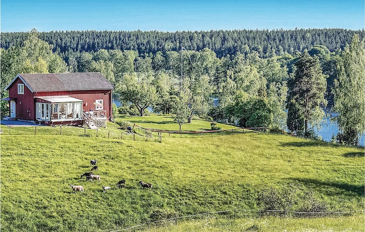 Awesome home in Stjänrhov with WiFi and 3 Bedrooms