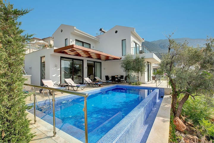 3 bedroom Villa sleeps 6 in Busak