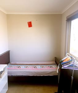 CHEAP CLEAN FURNISHED ROOM - Ev