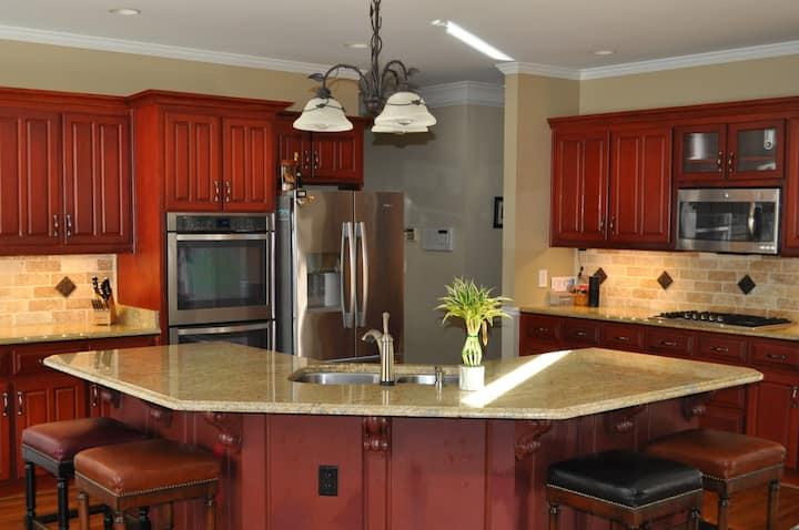 Elegant Home in Popular Johns Creek, GA