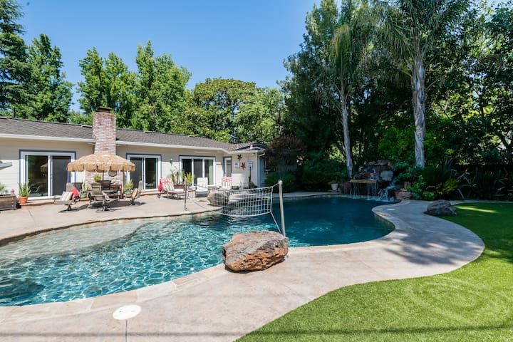 Spacious Home in the Heart of West Menlo Park