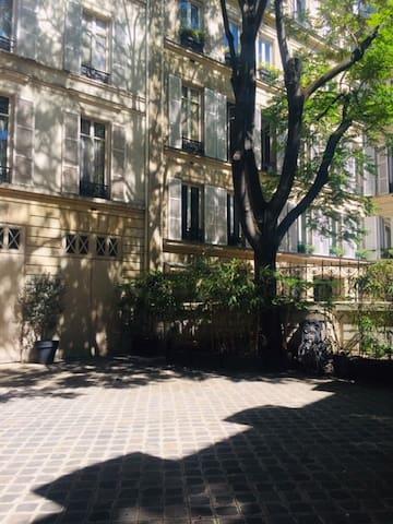 STUDIO on Champs Elysees